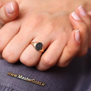 انگشتر طلای زرد و نگین اونیکس سیاه